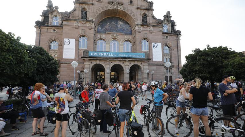 Critical Mass: Radler erobern Nürnbergs Straßen