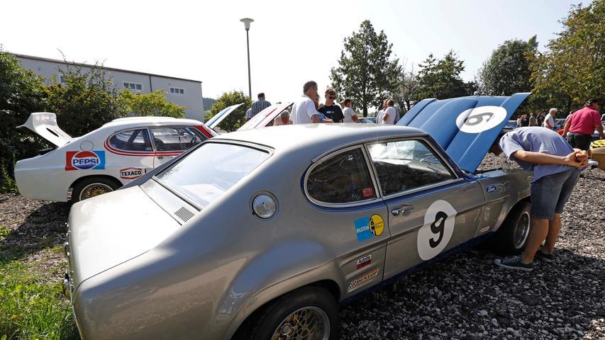 Capri I, II, III — auf dem Gelände des Sportheimes in Postbauer war der Ford Capri in fast allen Variationen zu bewundern. Einige Fans waren von weither angereist.;