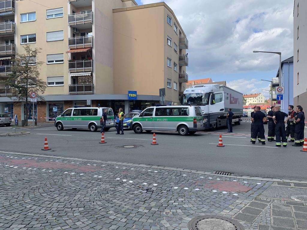 Nürnberg Schwerer Unfall In Schweinau Frau Von Lkw