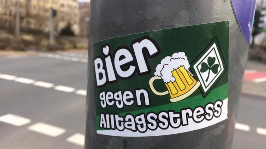 Ob FCN oder Kleeblatt: Aufkleber und Graffiti gibt es in Franken überall