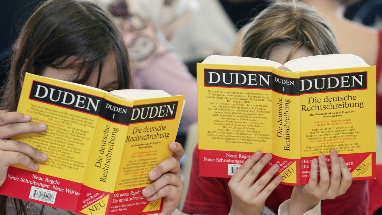 Das Standardwerk der deutschen Sprache: der Duden.