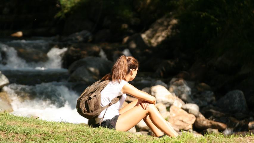 ...dafür gibt es auch wunderbare Plätze für eine Pause. Wir sind unterwegs im Trentin. Südöstlich von Bozen liegen das Val di Sole und das Val di Non, also das Nonstal. Die Italiener aus dem heißen Süden verbringen gerne ihre Ferien hier, deutsche Touristen sind dagegen kaum zu sehen.