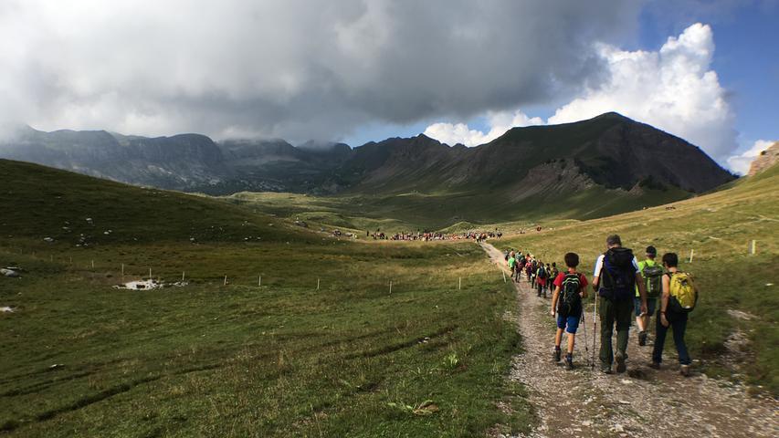 ... Hochebene Pian della Nana wandern. Sie wird dominiert vom 2320 Meter hohen Monte Peller.