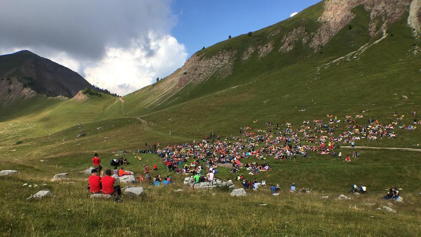 Das Wetter hielt genau bis zum Ende der eineinhalbstündigen Aufführung. Beim Abstieg bekamen die Musikfans dann allerdings einen kräftigen Schauer ab.