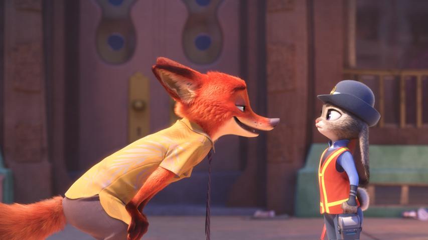 Zoomania ist der Ort, an dem jeder alles sein kann. So entschließt sich auch die Hasendame Judy dazu, eine Karriere als Polizistin einzuschlagen. Doch dabei stößt sie auf Widerwillen in ihrem Revier: Sie kommt nicht nur vom Land, sondern als Kleintier nimmt sie dort niemand ernst. Bei ihrem ersten Fall erhält sie deshalb Hilfe vom Kleinganoven Nick, einem Fuchs. Für ein Werk aus dem Hause Disney wird in dem Film auffallend wenig gesungen, nichtsdestotrotz sollte die Geschichte über eine tierische Freundschaft und über Akzeptanz jeder Disneyfan gesehen haben.