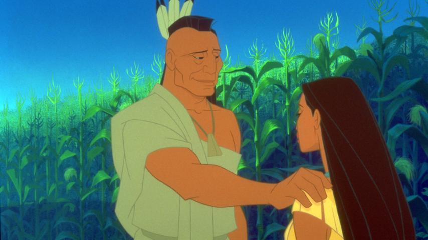 Ja, auch der Film über die Häuptlingstocher Pocahontas darf im Disney-Regal nicht fehlen. Nicht nur, weil der Film einen wundervollen Soundtrack und den verfressensten Waschbär aller Zeiten hat, sondern auch, weil seine Handlung wahnsinnig viel aussagt. Es geht um Unterdrückung, um Respektlosigkeit, um Vorbehalte gegen Fremde und vor allem um das kontroverse Thema der ersten Siedler im noch unerforschten Amerika. Aber allen voran geht es natürlich um die Liebesgeschichte zweier Menschen, deren Hintergründe ungleicher kaum sein könnten: Der Abenteurer und Engländer John Smith bricht auf in die