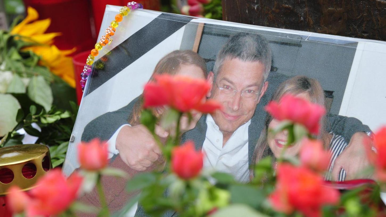 Vor zehn Jahren starb Dominik Brunner am Münchner S-Bahnhof Solln. Er schritt ein, als Schüler von Jugendlichen bedroht wurden, was für ihn tödlich endete.