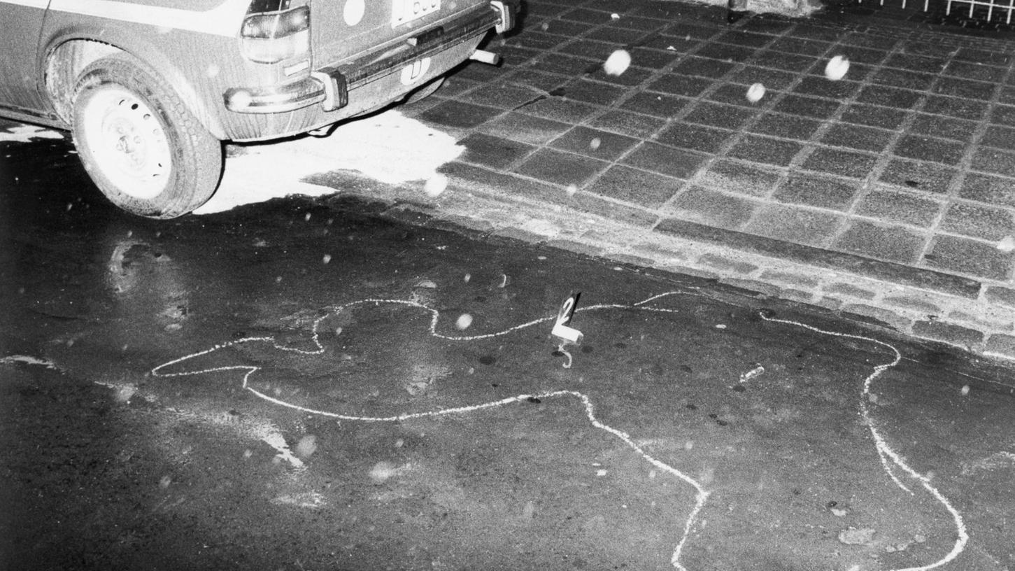 Tatort Werderstraße: Die Kugeln des Bankräubers trafen den SEK-Beamten am 24. April 1982. Der Polizist sackte an dieser Stelle schwer verwundet zusammen.