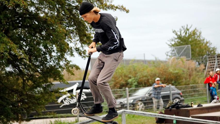 Bilder: Waghalsige Scooter-Stunts im Herzogenauracher Skatepark
