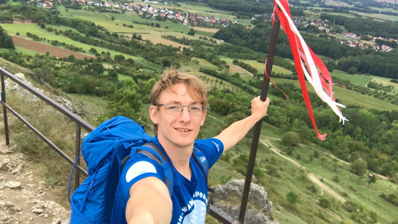 Wanderreporter Kevin Gudd im Landkreis Forchheim: Angekommen am Walberla-Gipfel.