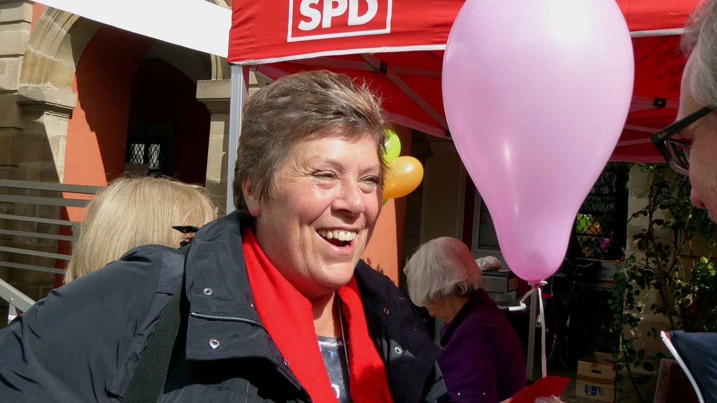 Die Europaabgeordnete a. D. Lissy Gröner in ihrem Element bei einem der von ihr initiierten Kinder-Trempelmärkte.