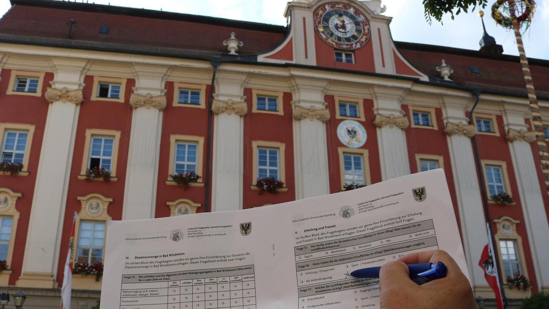 Bei einer Umfrage können Bad Windsheimer und Bewohner der Ortsteile Auskunft über das Leben in der Kurstadt geben.