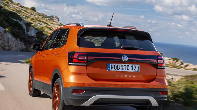 Bicolor-Lösungen mit farblich abgesetztem Dach bietet VW für sein Mini-SUV nicht an, wohl aber extrovertierte Lackierungen wie Energetic Orange oder Makena-Türkis. Wagemutige Kunden dürften das cool finden, das Gros der eher konservativen VW-Kunden greift vermutlich eher auf gedeckte Farben zurück.