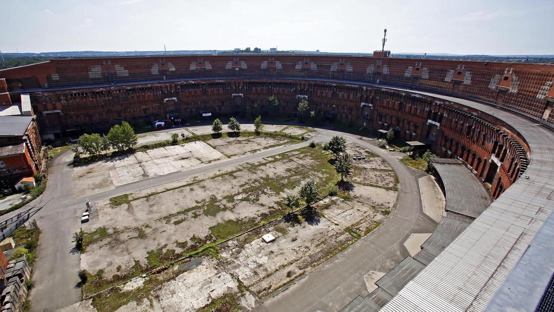 Der Innenhof der Kongresshalle wurde vor kurzem leergeräumt. Derzeit wird überlegt, wie ein Teil der Räume im Gebäude künstlerisch genutzt werden kann.