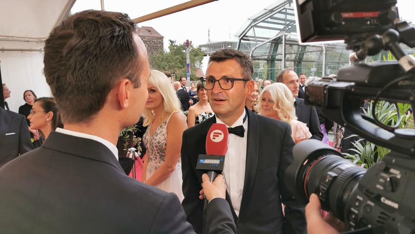 Der ehemalige Club-Trainer Michael Köllner hat sich für den Anlass besonders herausgeputzt - und gab vorab ein Interview auf dem roten Teppich.