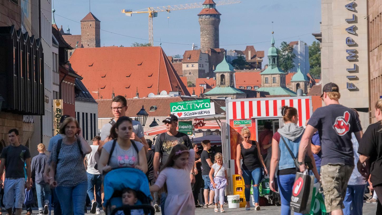 Zehntausende strömen bei verkaufsoffenen Sonntagen für gewöhnlich durch Nürnberg.