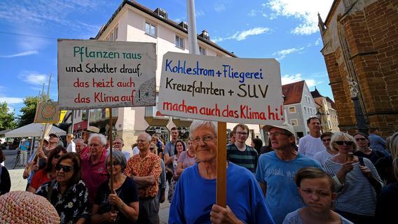 Demo gegen zu wenig Ausgleichsflächen in Parsberg