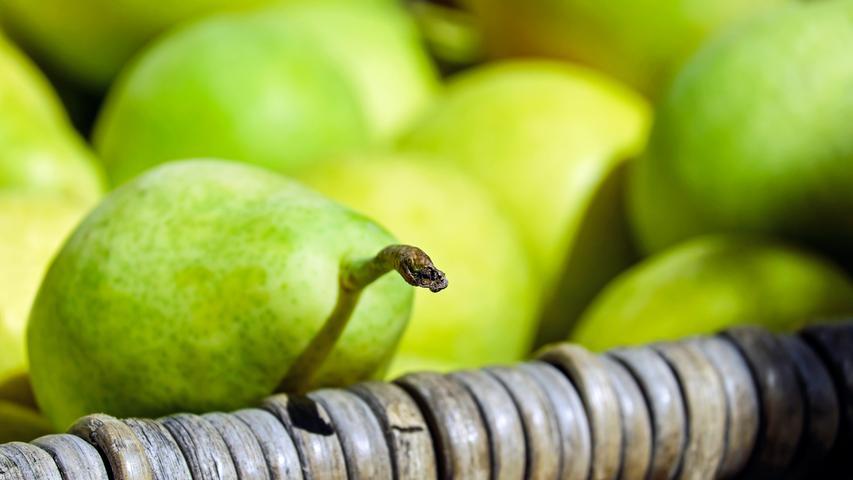 Wenn Sie einen Birn- oder Apfelbaum ihr Eigen nennen, geht es jetzt ans Einlagern. Doch Vorsicht! Das Obst sollten Sie wie