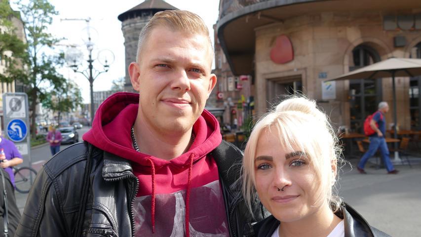 Sebastian Fritz (28) und Ann-Katrin Steinert (24) arbeiten beide als Straßenbahnfahrer - ihr Job macht es unmöglich, zu der Demo zu gehen. Nichtsdestotrotz spricht sich das Paar für mehr Klimaschutz aus.