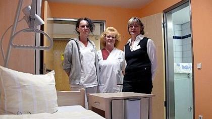 Palliativfachkraft Sabine Ulitschka, Pflegekraft Sigrid Mayer und Hospizmitarbeiterin Margitta Schmidt (v. li.) haben die nicht einfache Aufgabe, sich um Todkranke und ihre Angehörigen zu kümmern.