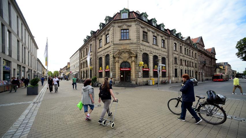 Einst die Hauptpost von Erlangen und jetzt bereits seit vielen Jahren ein Schnellrestaurant.