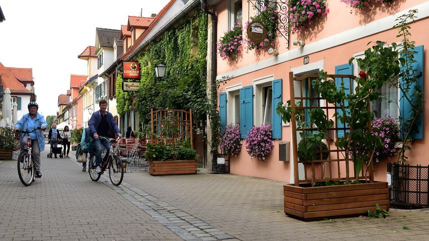 Die Theaterstraße mit der beliebten Gaststätte