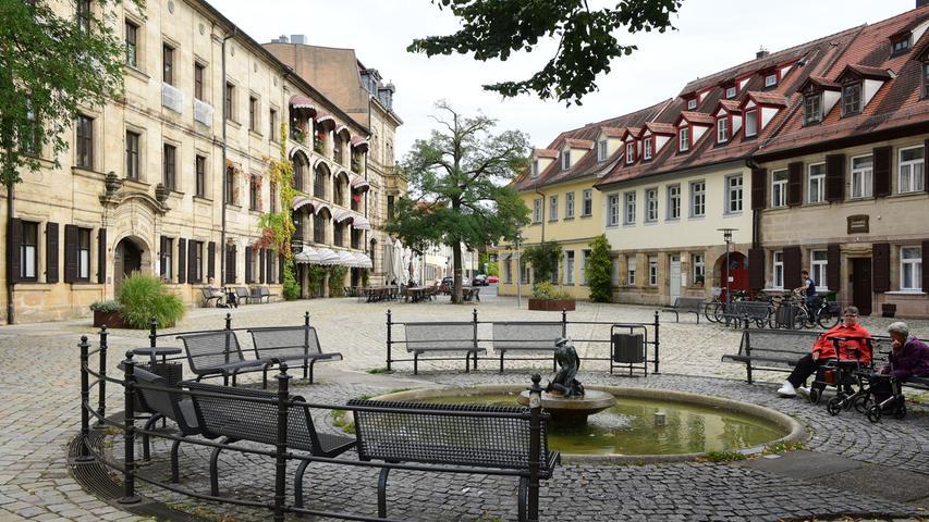 Lädt zum Verweilen ein: Der Altstädter Kirchenplatz.