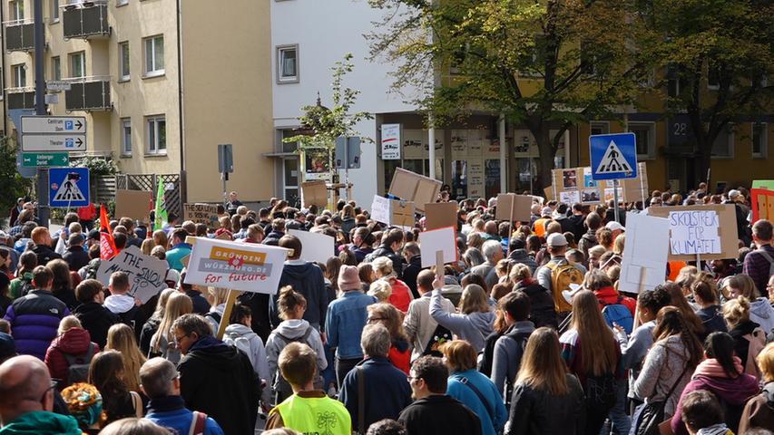 In Würzburg gingen rund 5000 Klimaschützer auf die Straße. Sie demonstrierten in der unterfränkischen Stadt und provozierten ebenfalls erhebliche Staus.