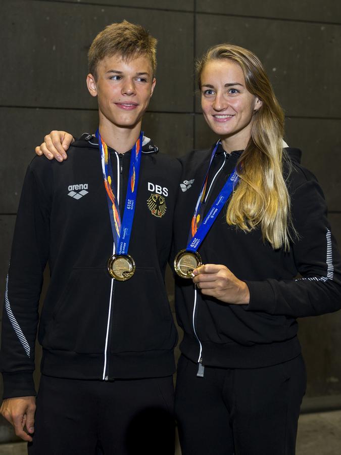 Taliso Engel mit Elena Krawzow, die lange ebenfalls für den 1. FCN startete und sich bei den Frauen Gold über 100 Meter Brust sicherte.