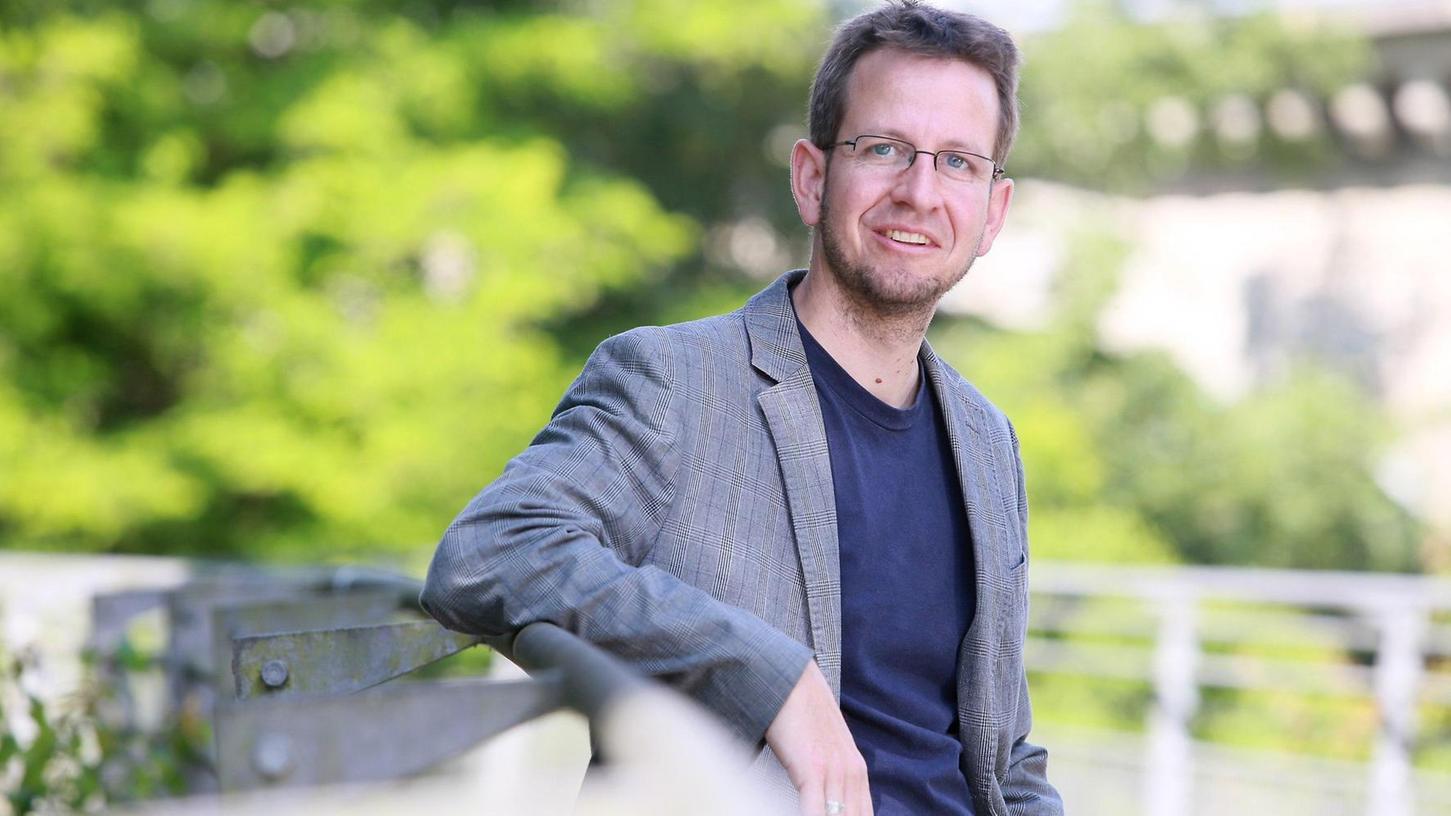 Der politische Krimiautor Leonhard Seidl kommt nach Pegnitz. Er liest am 17. Oktober in der Dittrich-Schule und der Buchhandlung Faust. Voranmeldung für die öffentliche Lesung in der Schule bei Jessica Marcus unter (01 60) 90 22 95 02.