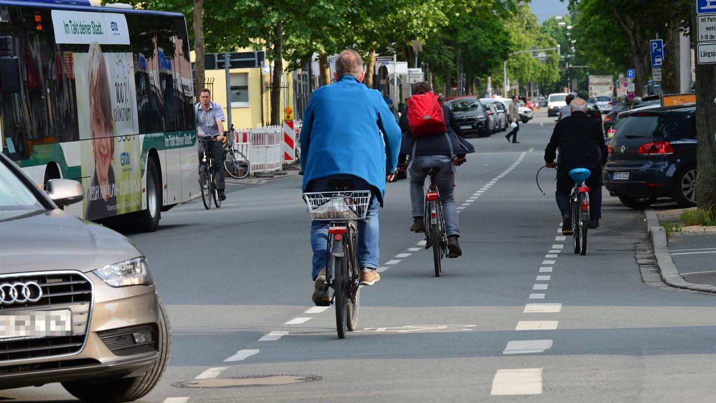 In Erlangen gibt es viele Fahrradfahrer. Doch sollte man ihnen das Fahren noch leichter machen?