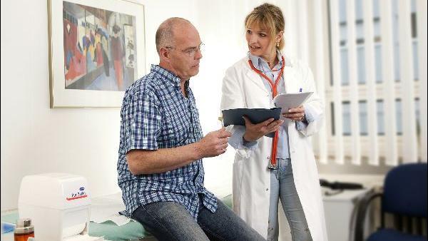 Ärztlicher Rat: Wer Medikamente einnimmt, sollte vor den Tests seinen Arzt konsultieren.