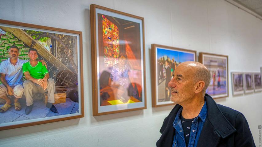 Das Kunstforum Fränkisches Seenland eröffnete in ihren Räumen im M11 (Marktplatz 11) eine Ausstellung mit Bildern von Jim Albright, zur Vernissage war der Fotograf selbst anwesend.