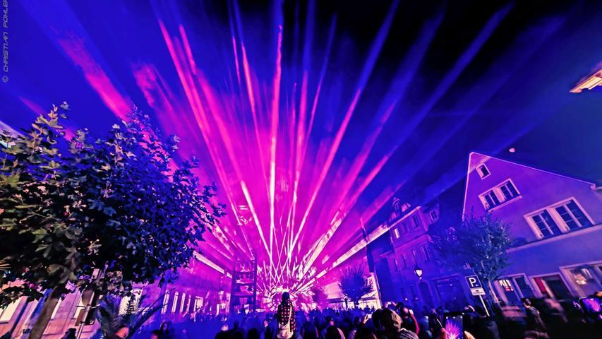 Erstmals gab es im Rahmen des Gunzenhäuser Kulturherbsts samt langer Einkaufsnacht auch eine Lasershow auf dem Marktplatz.