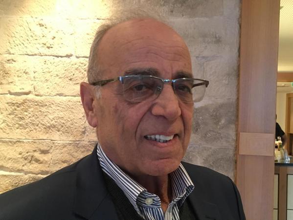 Sameeh Tubaila (69) wurde erst relativ spät Politiker. Der studierte Architekt mit einem in Kairo erworbenen Abschluss war lange Zeit selbstständiger Unternehmer und Chef einer eigenen Baufirma. Erst im Alter von 64 Jahren wurde er erstmals für zwei Jahre Bürgermeister von Nablus. Von 2015 bis 2019 war er als Transportminister Teil der Regierung. Seit vergangenem August ist er wieder Bürgermeister in Nablus.