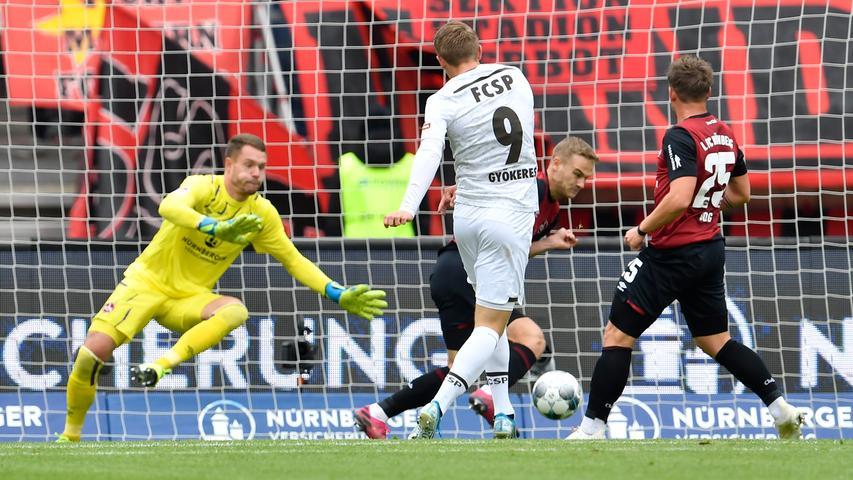 Bis zur 23. Minute dauert es, bis die Partie in Fahrt kommt. Aus Sicht des 1. FC Nürnberg erhält das Spiel allerdings die falsche Wendung. St. Pauli spielt sich auf der rechten Seite durch und die Flanke landet bei Viktor Gyökeres. Der Stürmer nimmt den Ball direkt und trifft zum 0:1.