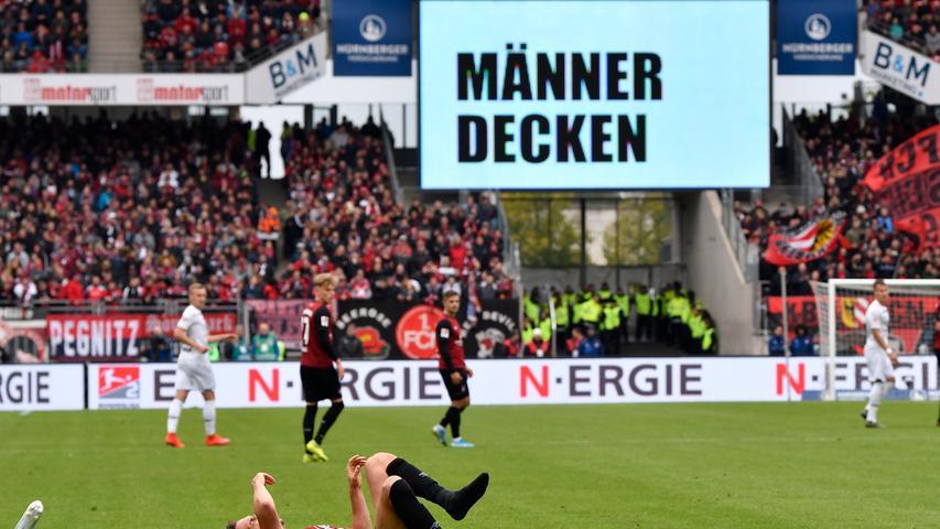 In diesem Spiel steckte richtig viel drin. 90 Minuten lang beackerten sich der 1. FC Nürnberg und der FC St. Pauli, erspielten sich zahlreiche Chancen und lieferten sich harte Zweikämpfe. Doch raus kam am Ende nur ein 1:1, das beiden Vereinen in der Tabelle nicht wirklich weiterhilft. Doch langsam, hier kommen erst einmal die Bilder des Spiels, klicken Sie sich durch