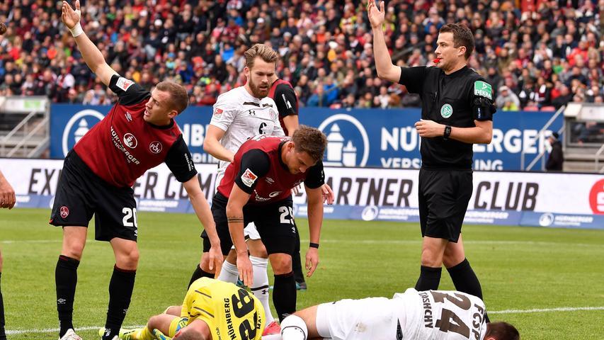 Oft wurde Christian Mathenia in den vergangenen Wochen kritisiert, diesmal rettet er dem 1. FC Nürnberg mit einer starken Parade in letzter Sekunde einen Punkt.