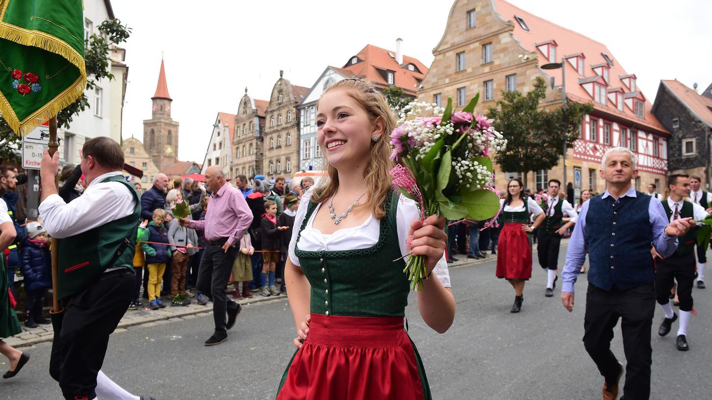 Zwölf Tage lang feiern die Fürther auf der Michaeliskirchweih. Ein Höhepunkt: Der Erntedankfestzug am Bauernsonntag.