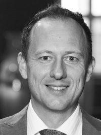"""Andreas Haderlein, Jahrgang 1973, ist Wirtschaftspublizist, Buchautor und selbstständiger Innovationsberater. Er war unter anderem Impulsgeber und Co-Projektmanager des nationalen Pilotprojekts """"Online City Wuppertal"""" von 2013 bis 2016 und gilt als profiliertester Vordenker zu Digitalstrategien für Städte, Regionen und Kommunen. 2018 erschien sein Buch """"Local Commerce: Wie Städte und Innenstadthandel die digitale Transformation meistern"""". Seit Juni 2019 ist er Projektleiter des Online-Portals Altmühlfranken, das über die Zukunftsinitiative Altmühlfranken vorangetrieben wird."""