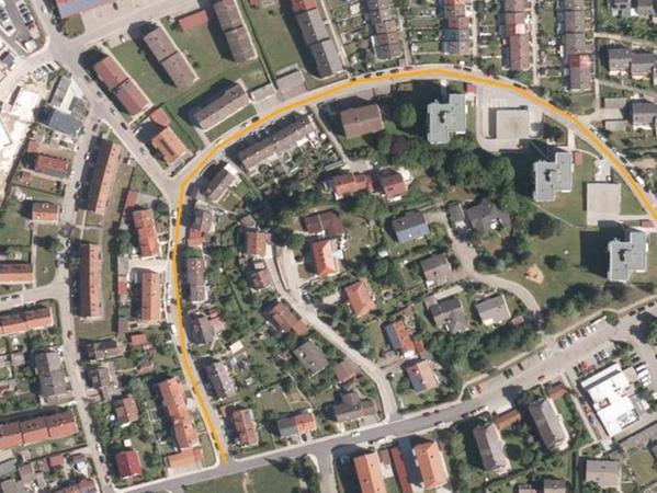 Die u-förmige Johann-Lindner-Straße (orange eingezeichnet) soll in den nächsten Monaten umgebaut werden. Zur Orientierung: oben links ist das neue Seniorenheim.