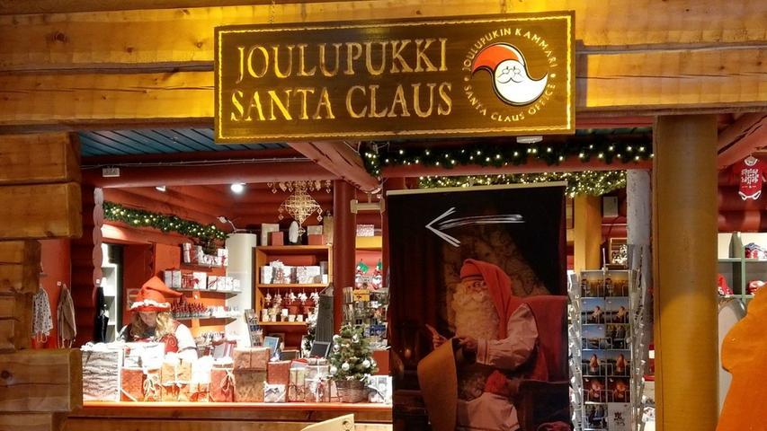 Vor allem in den Wochen vor dem Fest spucken hier unzählige Busse Tag für Tag noch mehr Touristen aus, die mit wenig Zeit im Gepäck durch den kleinen Vergnügungsparkt geschleust werden, eine Audienz bei Santa erhaschen und - hoffentlich - in den Souvenirläden Geld ausgeben.