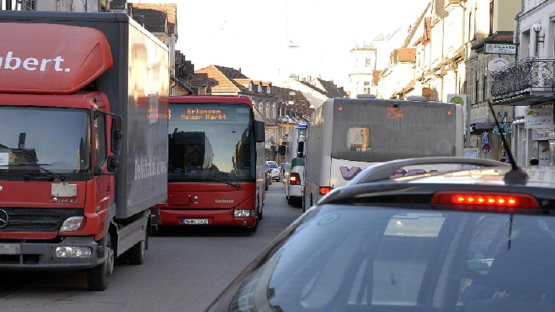Die Verkehrssituation für Anwohnerinnen und Anwohner erträglicher machen, den Durchgangsverkehr drastisch reduzieren, ÖPNV und Radwege ausbauen, überhaupt die verkehrliche Entwicklung zukunftsträchtig zu gestalten ist ein Anliegen des VEP.
