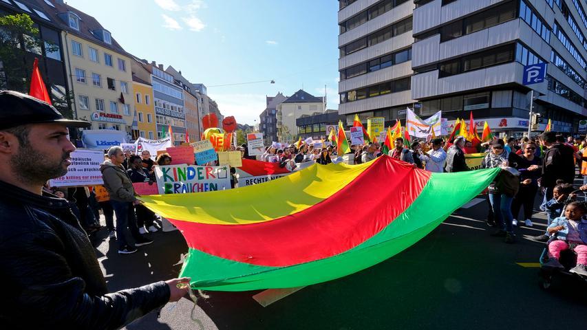 Über 1000 Teilnehmer: Kurden und Antifa demonstrieren in Nürnberg
