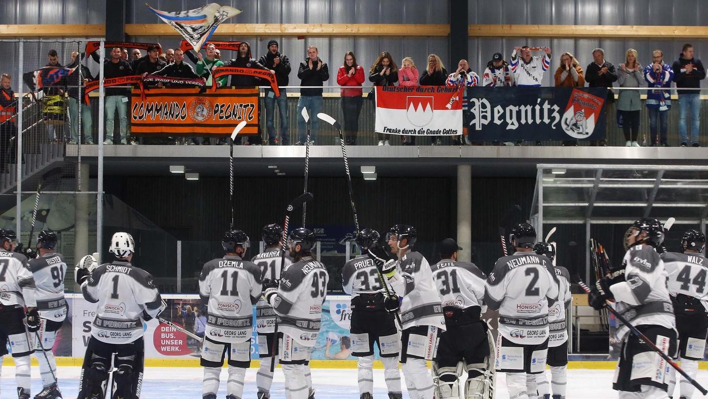 Die mitgereisten Zuschauer bekamen acht Tore ihrer Pegnitzer Eishockeymannschaft zu sehen. Die Ice Dogs brauchten etwas, um nach Treffern davonzuziehen, doch am Ende schafften sie es deutlich.