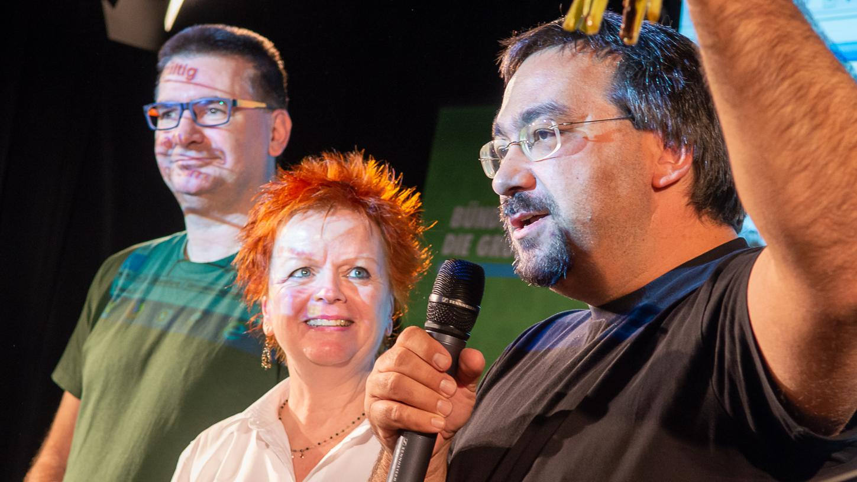 """""""Die absolute Mehrheit muss weg"""": Kamran Salimi (rechts), hier mit der grünen Landtagsabgerdneten Barbara Fuchs und Christoph Wallnöfer, möchte bei der Kommunalwahl Fürther Oberbürgermeister werden."""