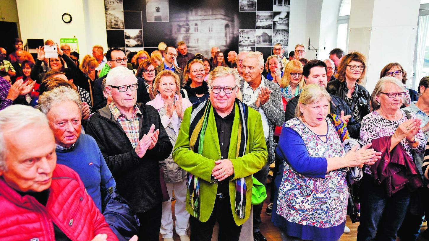 """""""Ich freu' mich irrsinnig, dass ihr alle da seid"""": Im Fürther Stadtmuseum hatten sich Angehörige der viel zitierten """"Quelle-Familie"""" bei Kaffee und Käsestangen jede Menge zu erzählen."""