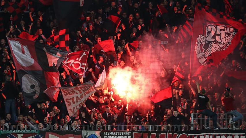18.10.2019 --- Fussball --- Saison 2019 2020 --- 2. Fussball - Bundesliga --- 10. Spieltag: FC Erzgebirge Aue - 1. FC Nürnberg Nuernberg FCN ( Club ) --- Foto: Sport-/Pressefoto Wolfgang Zink / DaMa --- ..DFL regulations prohibit any use of photographs as image sequences and/or quasi-video ---......Pyrotechnik / Pyro / Bengalfackel / Bengalfackeln / Rauch im Gästeblock der Clubfan / Clubfans / FCN-Fans / Fans