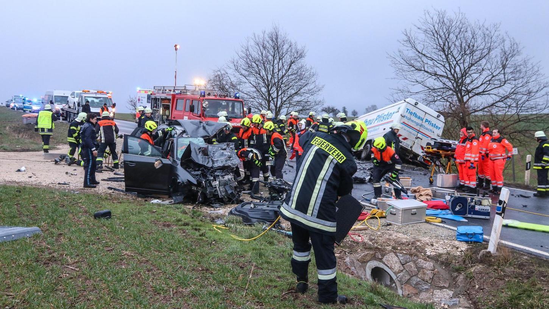 Stark gefordert werden die Freiwilligen Feuerwehren nicht nur im Brandschutz, sondern auch bei so genannten technischen Hilfeleistungen, also bei Unfällen. Noch ist die Personalsituation im Landkreis Fürth zwar gut, doch über mehr Frauen würden sich die Wehren trotzdem sehr freuen.