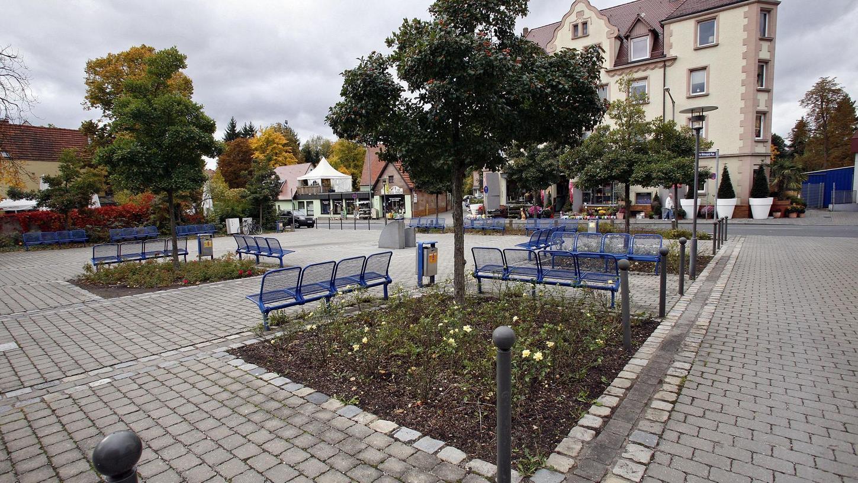 Ein Platz, der garantiert keinen Schönheitspreis bekommt: Auf dem Johann-Adam-Reitenspieß-Platz mitten in Zerzabelshof findet hin und wieder ein Markt statt. Ansonsten ist er quadratisch, praktisch, leer. Für den Landschaftsarchitekten Franz Hirschmann ist er einer der misslungensten Plätze der Stadt.